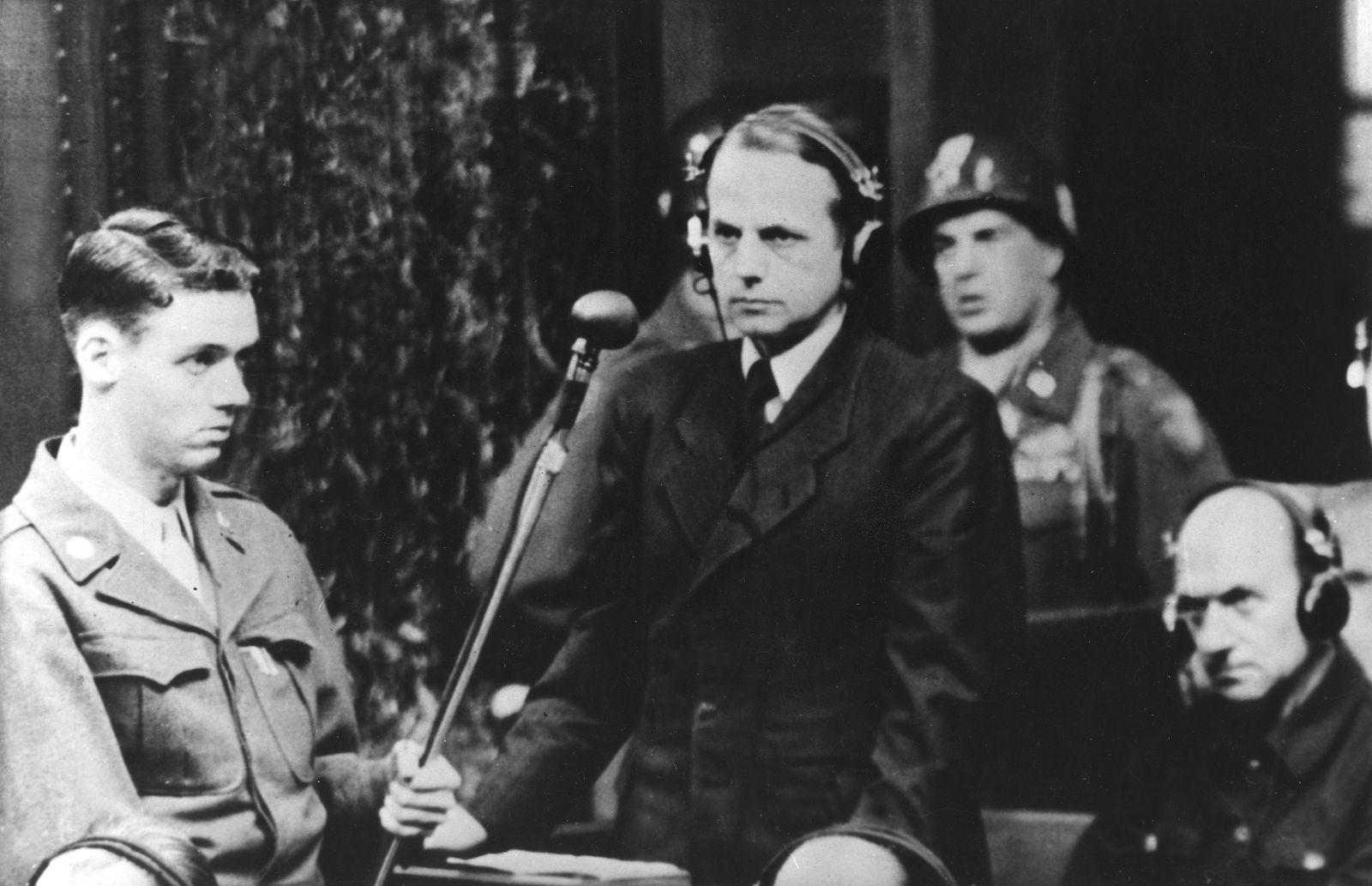 Einsatzgruppenprozess - Ehem. SS General Ohlendorf erklärt sich für 'nicht schuldig'