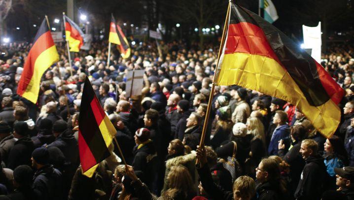 Pegida-Aufmarsch: 15.000 gegen den Islam