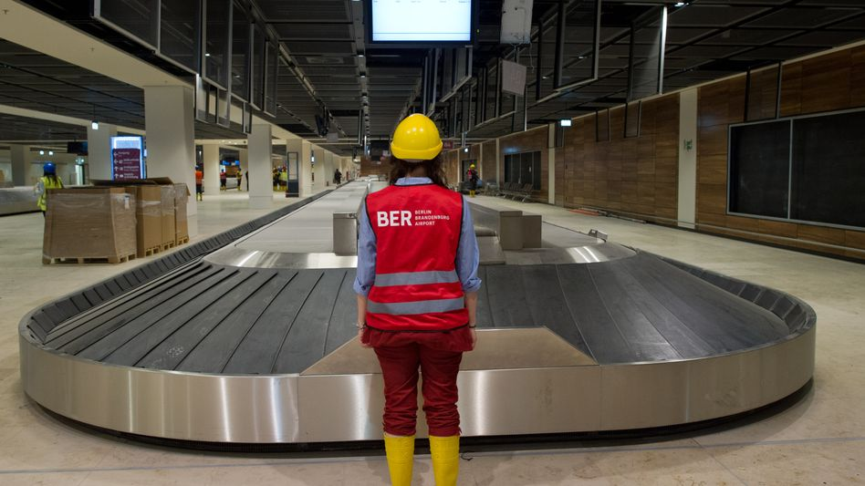 A conveyor belt at the unfinished BER airport. When will it finally be ready?