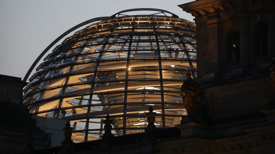 Wer falsche Angaben über seine Lobbytätigkeit macht, dem sollen künftig Strafen von bis zu 50.000 Euro drohen