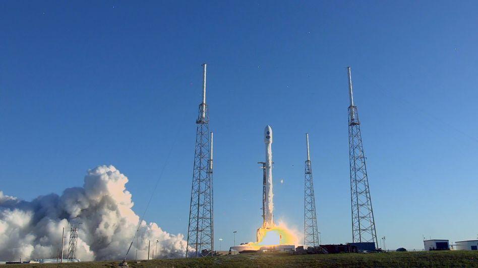 """Falcon 9""-Rakete mit ""Tess"" an Bord hebt ab"