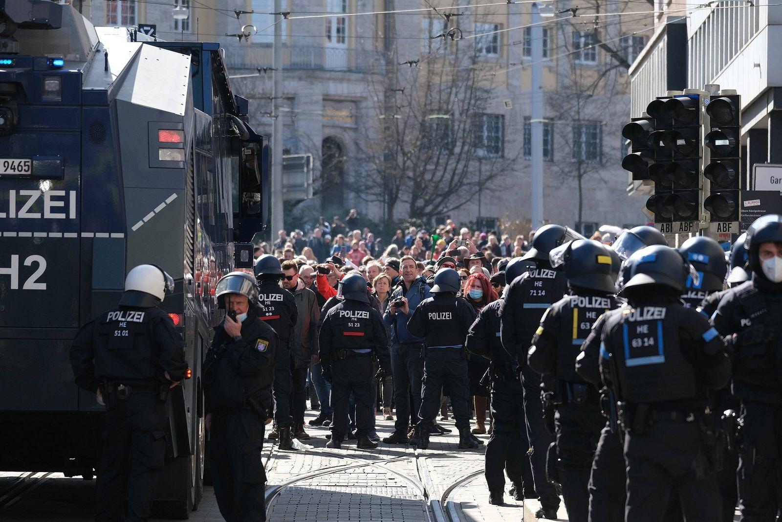 20.03.2020 xkhx Kassel, Innenstadt Demonstration der Querdenker gegen Corona-Beschränkungen (Freie Bürger Kassel - Pegid