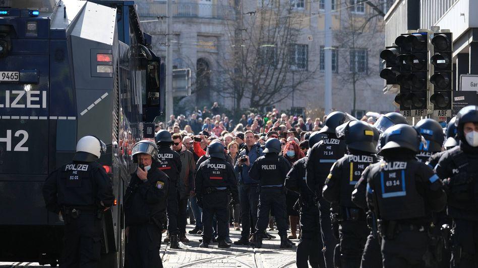 Einsatzkräfte in Kassel: »Ein absolut unverständliches Zurückweichen des Staates«