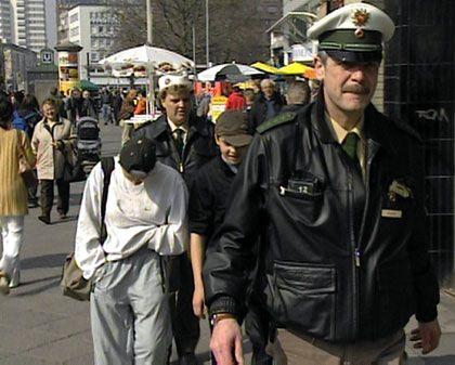 Schulschwänzer (in Hannover): Niedersachsen setzt bei einem Projekt Polizisten ein