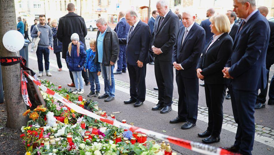 Horst Seehofer, Reiner Haseloff und Josef Schuster am Tatort in Halle