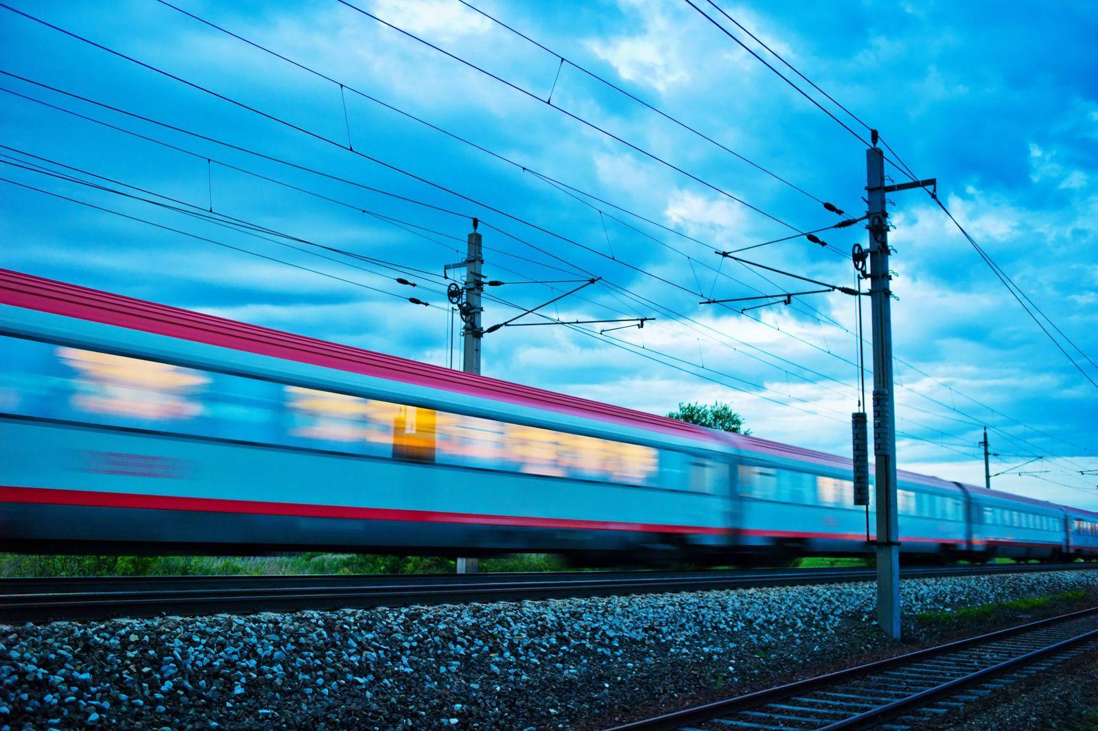 Zug in der Nacht Nachtzug der ÖBB BLWX018390 Copyright xblickwinkel McPhotox ErwinxWodickax