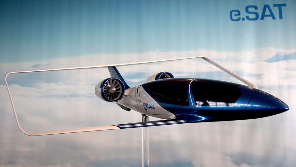 Erstes Modell des hybridelektrisch angetriebenen Flugzeugprojektes Silent Air Taxi