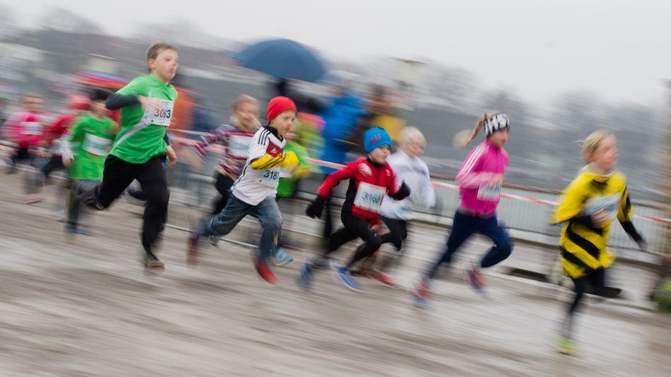 Kinder bei einem Silvesterlauf in Hannover