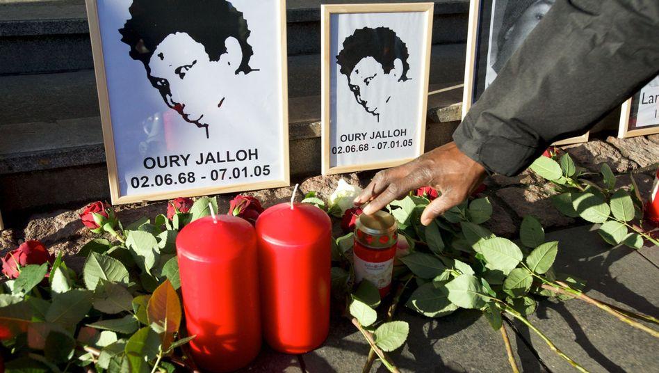 """Gedenken an Oury Jalloh (Archivfoto): """"Es bleibt der böse Schein einer versuchten Einflussnahme"""""""