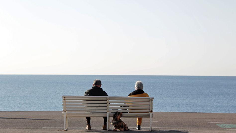 Ruheständler auf einer Bank