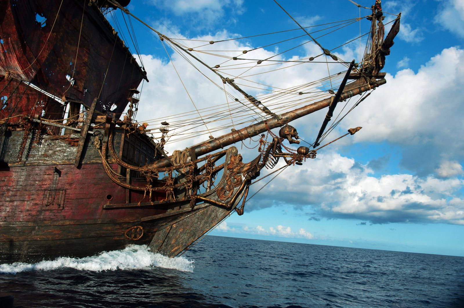 PIRATES OF THE CARIBBEAN: ON STRANGER TIDES, Blackbeard s sinister ship, the Queen Anne s Revenge, 2011, ph: Peter Mount
