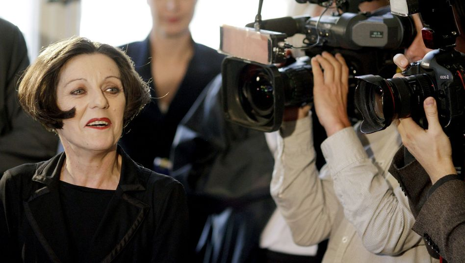 "Herta Müller at a press conference in Berlin Thursday: Her Nobel Prize is an ""important signal,"" argues Iliya Troyanov."