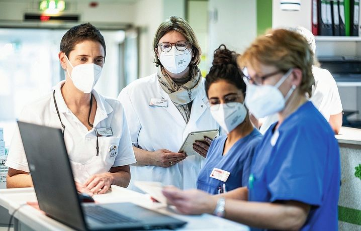 """Managing Director Raab (second from left) and hospital staff: """"It's going to get really bad soon."""""""