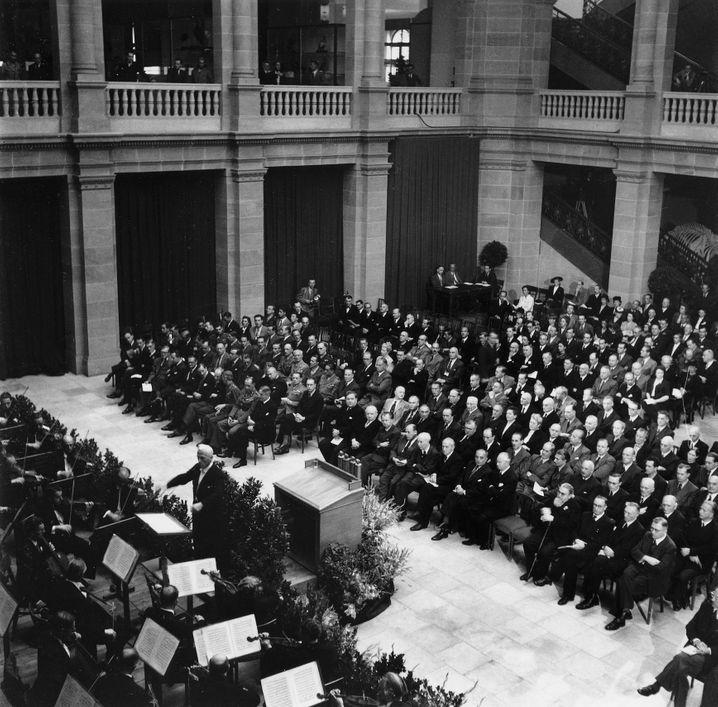 Feierliche Eröffnungssitzung des Parlamentarischen Rates in Bonn, 1948
