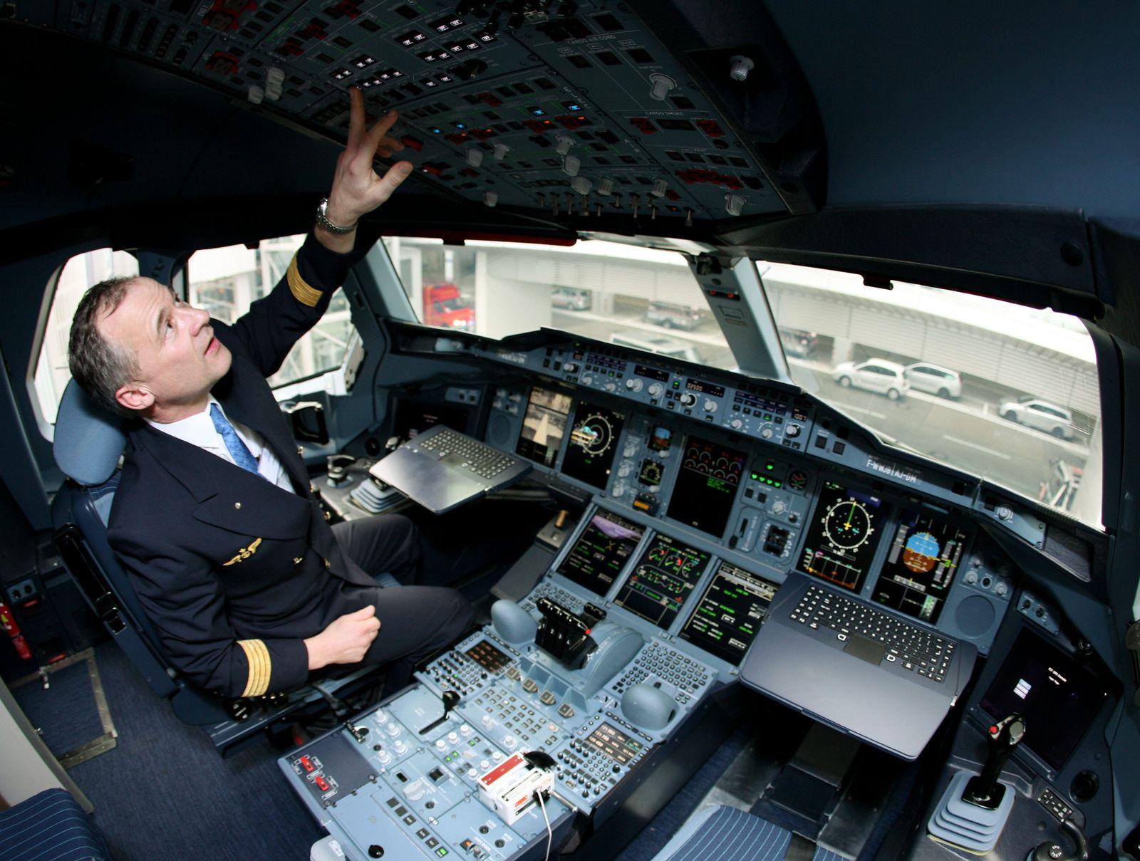Lufthansa / Cockpit / Pilot