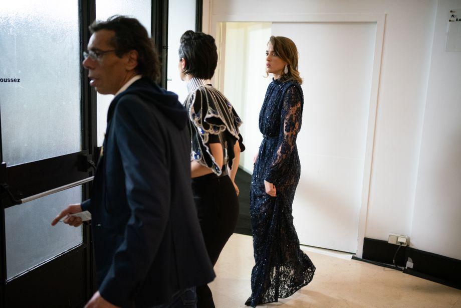 Die französische Schauspielerin Adèle Haenel (r.) verlässt aus Protest die Preisverleihung des César-Filmpreises