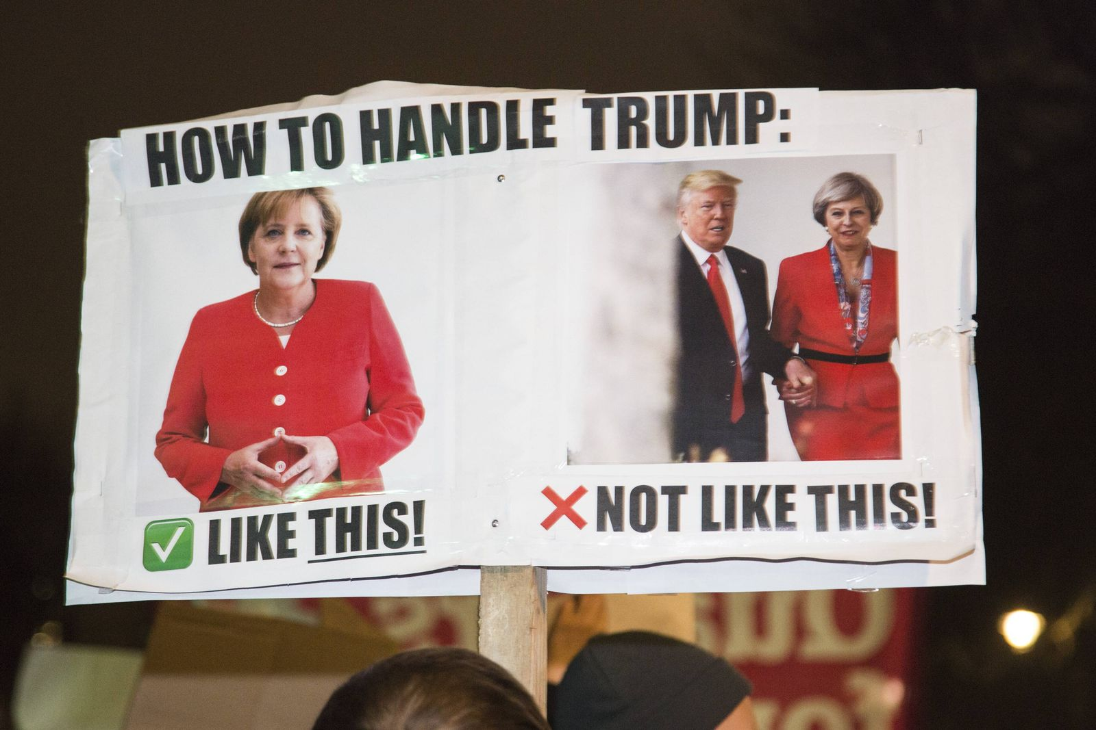 EINMALIGE VERWENDUNG Anti Donald Trump Protest / Whitehall / Downing Street London