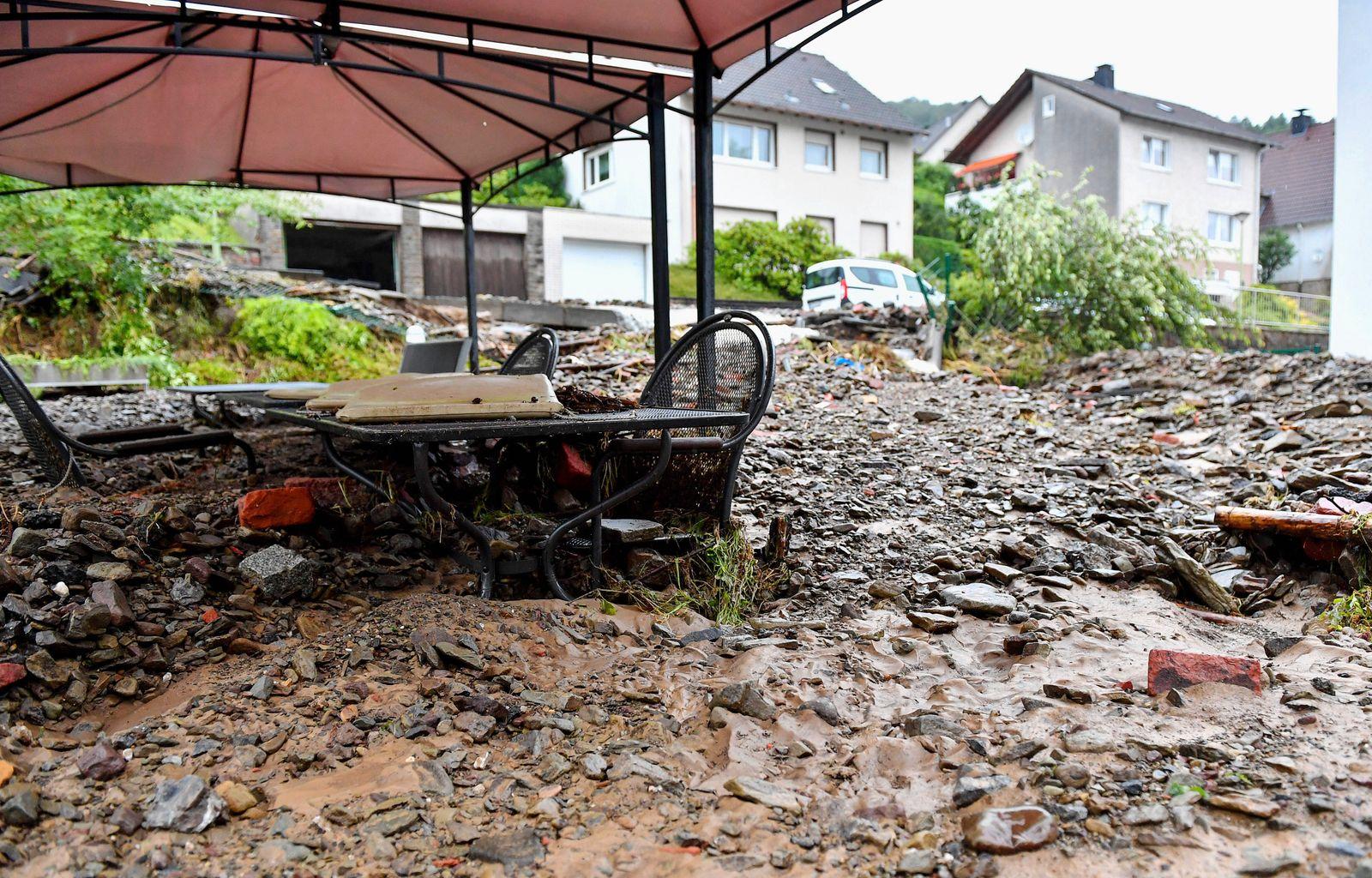 News Bilder des Tages Unwetter in Hagen, Unwetter in Hagen, Nach starken Regenfällen in der Nacht zum 14.07.2021 stehen