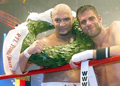 Nach der Niederlage konnte er schon wieder lachen: Spengemann (r.) mit Sieger Detlef Soost