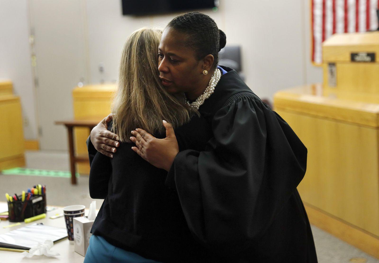 Dallas Texas Richterin umarmt Verurteilte