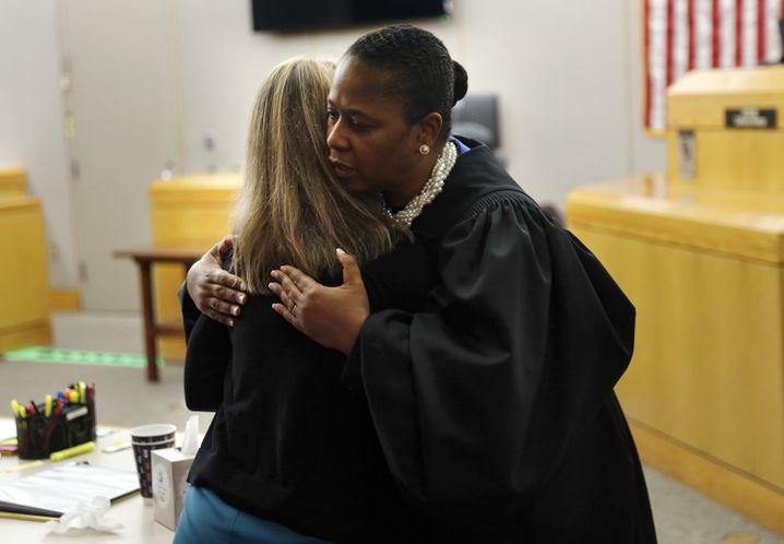 Richterin Kemp wurde für die Szene von mehreren Seiten kritisiert