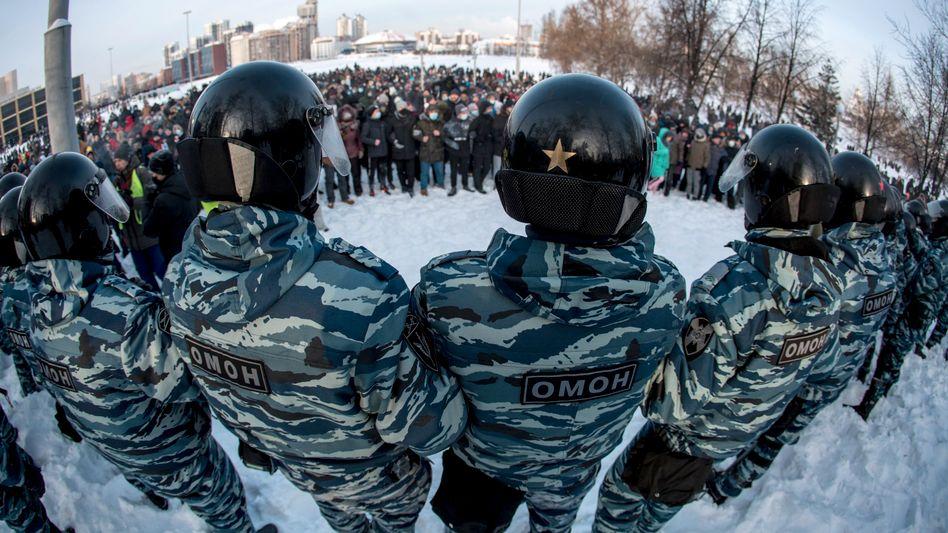 Sonderpolizei Omon, Demonstranten in Jekaterinburg: Protest bei minus 30 Grad
