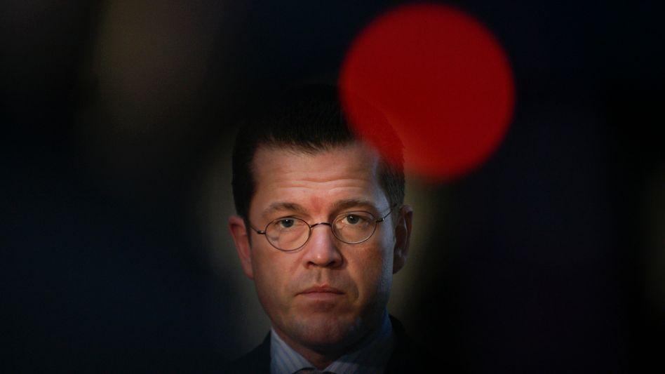Verteidigungsminister Guttenberg: Schwierige Zeiten