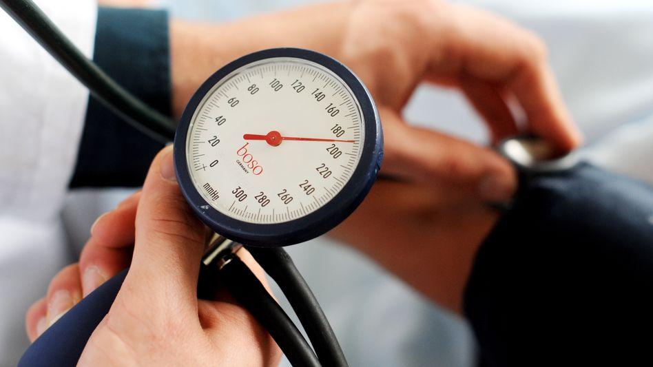 Blutdruckmessung: Zu hoher Druck ist eine Risikofaktor für einen Herzinfarkt
