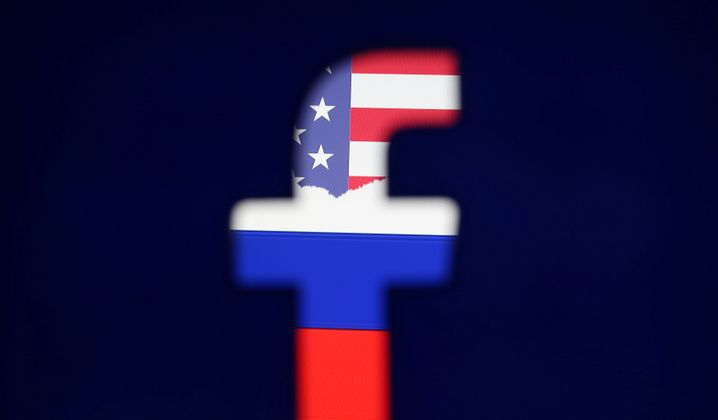Facebook-Logo mit US- und russischer Flagge