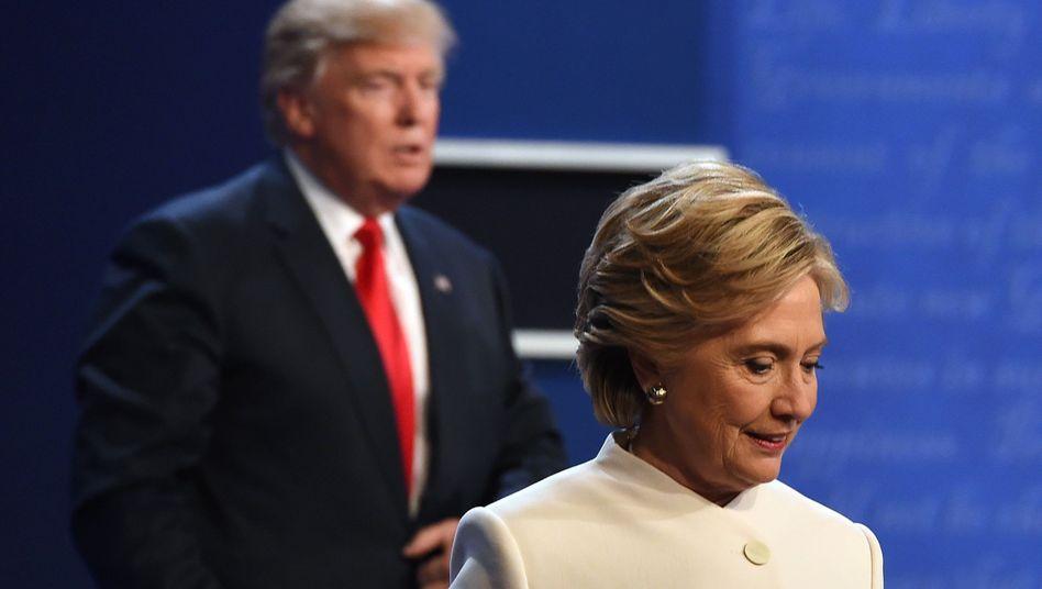 Hillary Clinton und Donald Trump (bei einer TV-Debatte im Oktober)