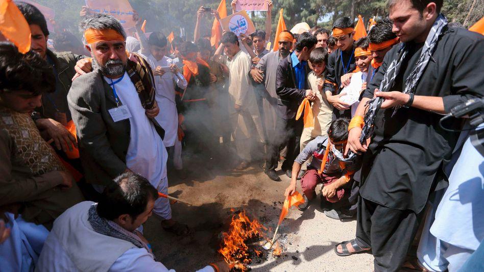 Proteste von Unterstützern des Kandidaten Abdullah: Tausende wegen Wahlfälschungsvorwürfen auf der Straße