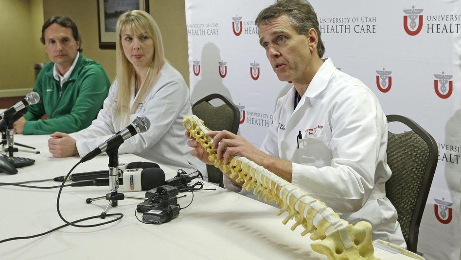"""Neurochirurg Dailey (r.): """"Sie ist weiter in kritischem Zustand"""""""