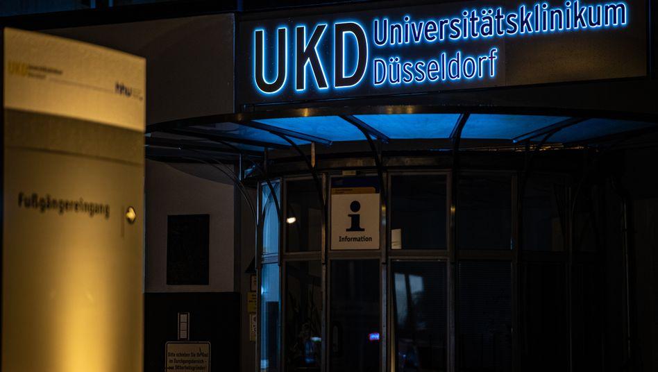 Ein Eingang zum Universitätsklinikum