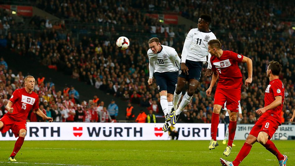 England-Stürmer Rooney (2.v.l.): Führungstreffer gegen Polen