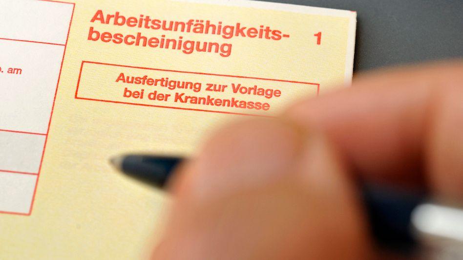 Formular zur Krankschreibung: Höchster Krankenstand seit 2002