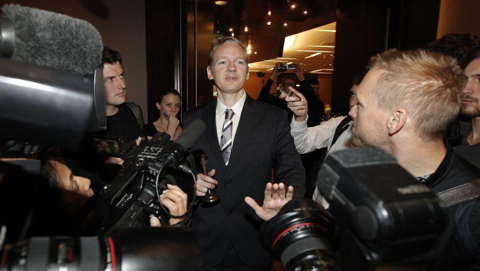 WikiLeaks-Gründer Assange: Wieder im Blitzlichtgewitter