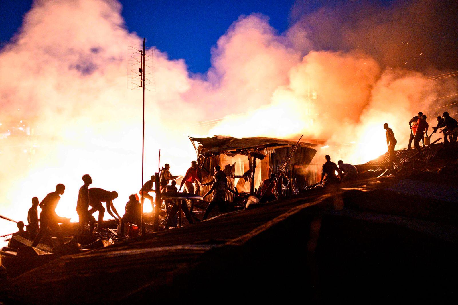 TOPSHOT-KENYA-FIRE