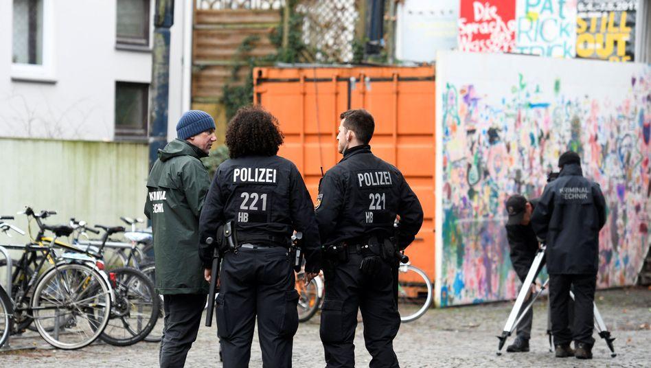 Polizisten am Tatort in Bremen