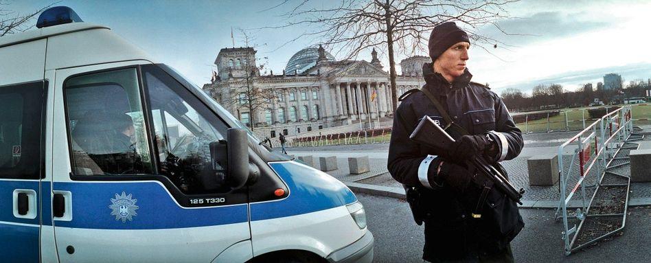 Polizisten vor dem Berliner Reichstag