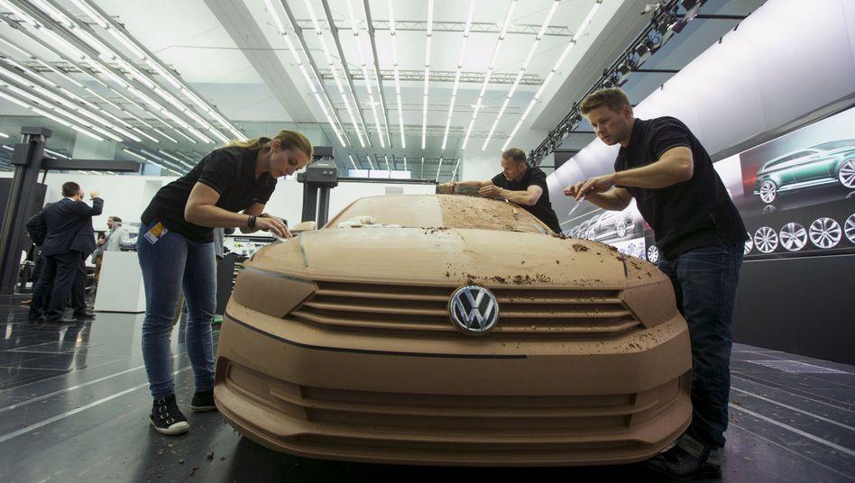 """Passat im VW Design Center (Archiv): """"Im Januar den Rückruf starten"""""""