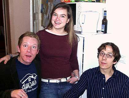 Widmen sich der Sprachpflege: WG-Genossen Tim, Kiki, Fabian