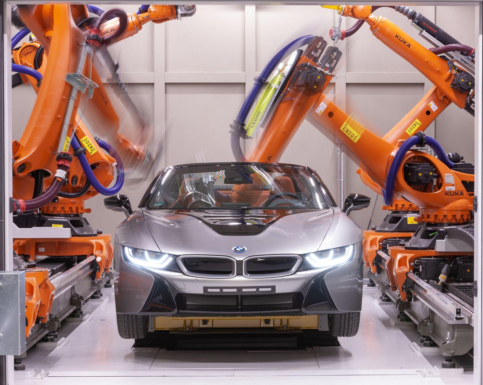Fabrik / Roboter / BMW i8 Roadster