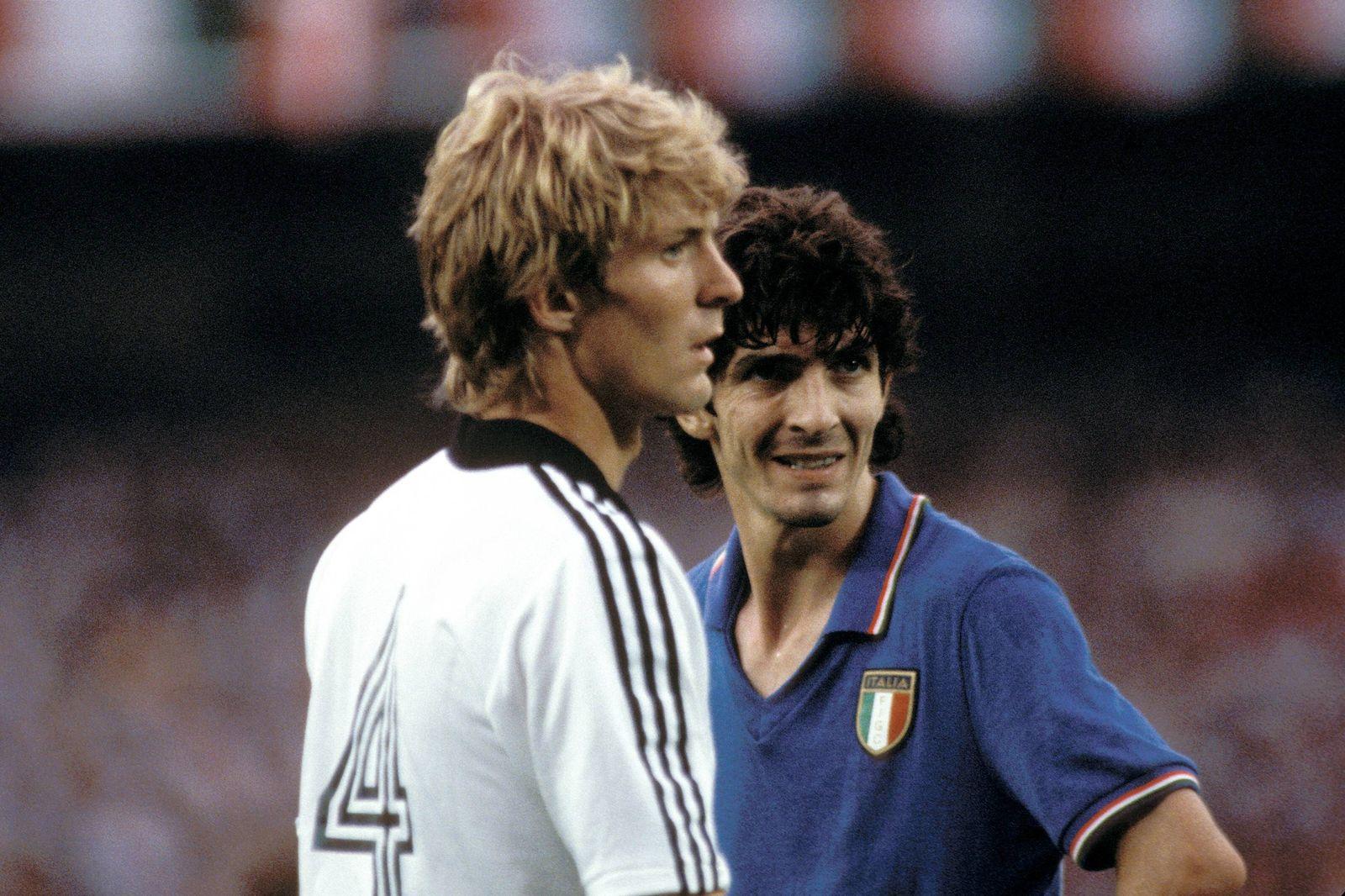 Karl-Heinz Förster (BRD, li.) und Paolo Rossi (Italien)