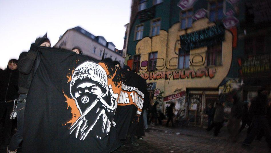 """Autonome ziehen durch die Liebigstraße in Berlin: """"Die Polizei ist gewappnet"""""""