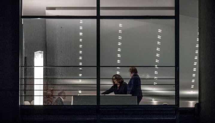 Merkel (r.) neben Nahles im Kanzleramt