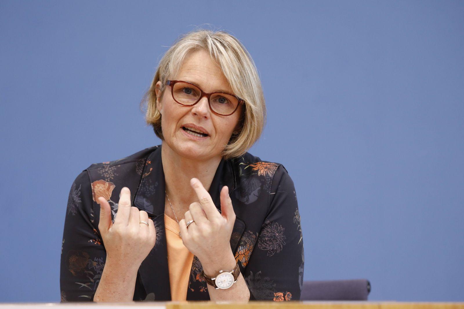 Bundesministerin für Bildung und Forschung Anja Karliczek, Deutschland, Berlin, Bundespressekonferenz, Thema: Aktuelle