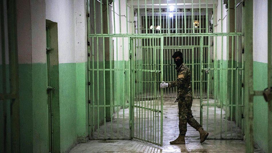 Gefängnis im Kurdengebiet:74 Deutsche, die sich dem IS angeschlossen hatten, sind in Nordsyrien inhaftiert