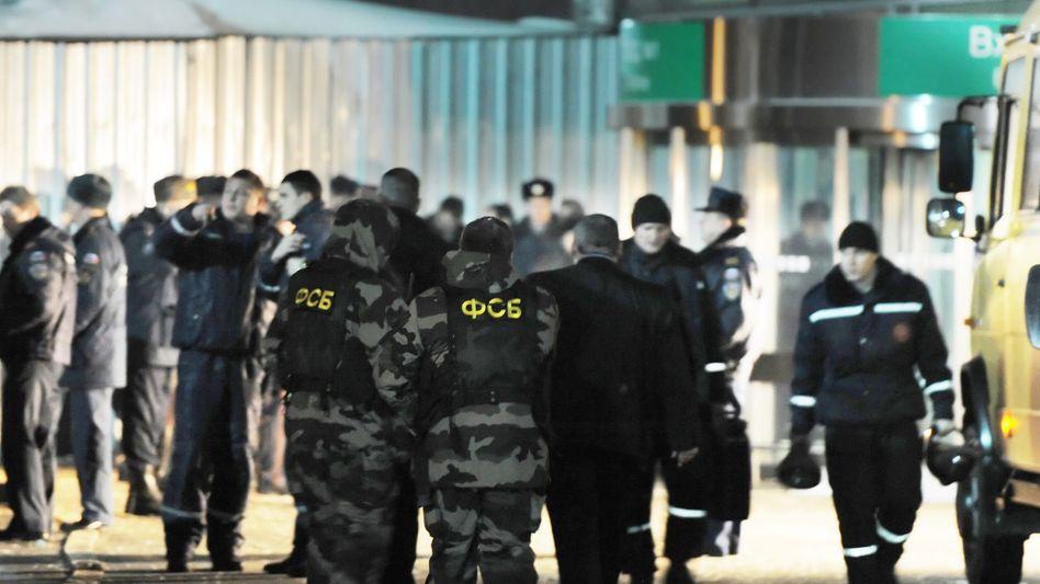 Ermittlungen nach Anschlag: Experten des russischen Inlandsgeheimdienstes und Polizisten
