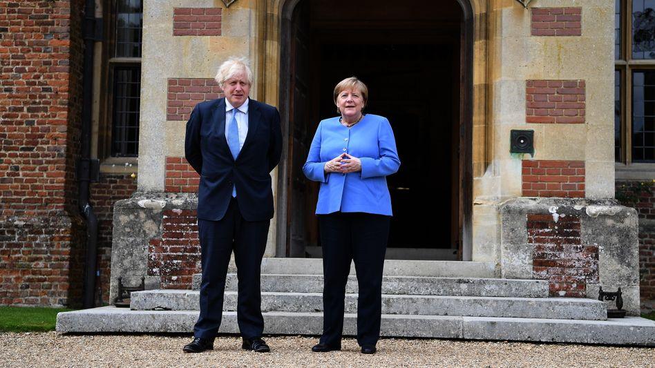 Johnson und Merkel vor dem Landsitz Chequers