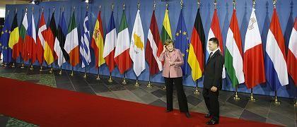 Kanzlerin Merkel mit Ehemann vor dem Gipfel: Regierungschefs streiten über Verfassungsfrage